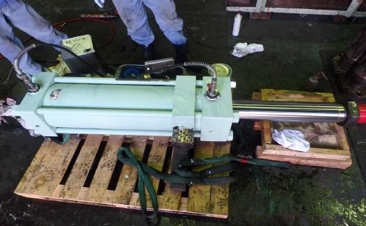 油圧シリンダー整備